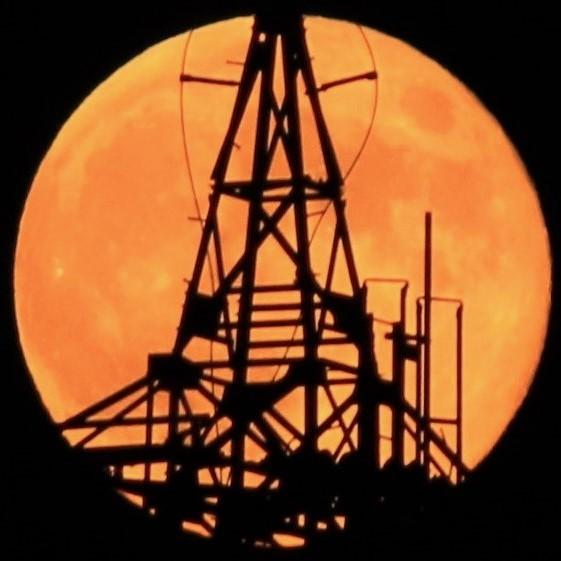 月・・・満月・ス-パ-ム-ンと鉄塔