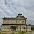 写真: クラシックな建物 西側から