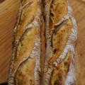 写真: ホップ種のバゲット(黄色い小麦で)