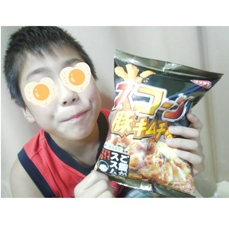 コイケヤ スコーン 豚キムチ味 ご飯がススムくん味 (11)
