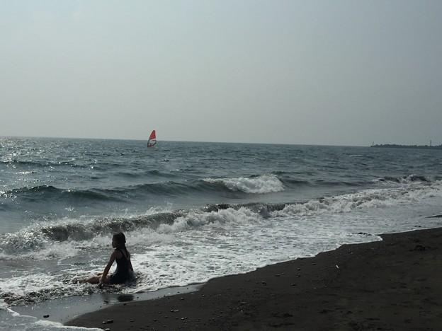 少女とウィンドサーフィン