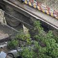 Photos: 成都 暴風雨で地面が陥没した駐車場 (1)