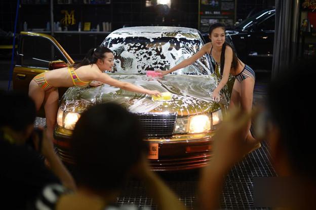 ビキニ小姐が洗車by太原(山西省) 懲りない方々(笑) (5)