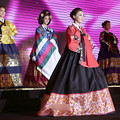 Photos: 中韓仲がよろしい事で。でも民族衣装はいま一つ・・・・ (3)