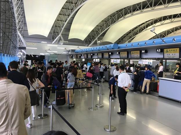 関空 春秋航空カウンターの混雑