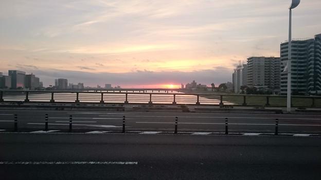 橘橋からの朝日20151209