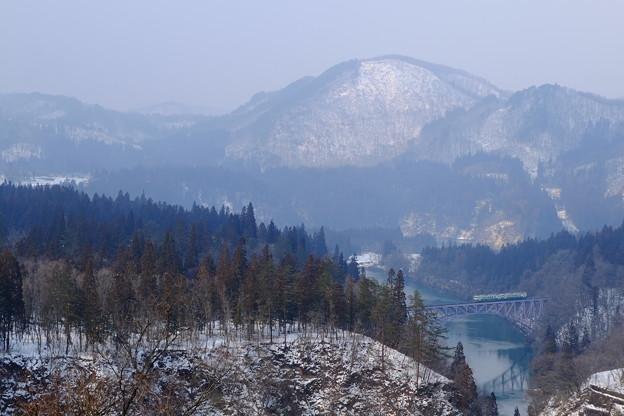 雪解け間近の一鉄橋