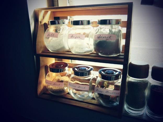 写真: 我が家の調味料たち…