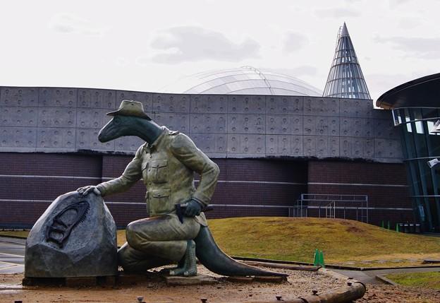 福井県恐竜博物館.恐竜による発掘?
