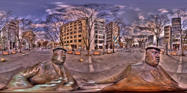 「出会い」像(ウィリアム・マクエルチュラン作 1986) 360度パノラマ写真 HDR  (静岡市、青葉シンボルロード)