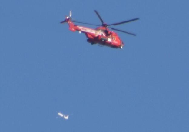 Photos: 東京消防庁ヘリコプターと奥に旅客機