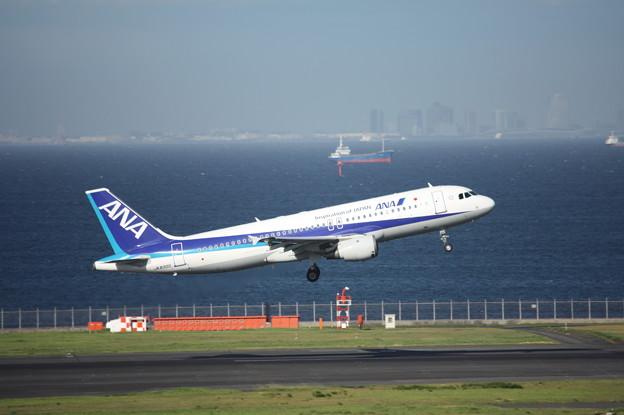ANA エアバスA320-200 JA8300 2