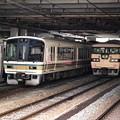 写真: 17.電留1番線へ入線完了した117系と、新旧の車両たち