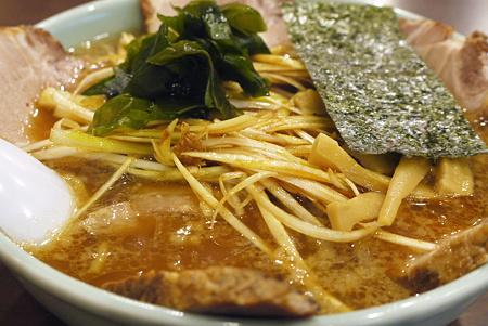 とんこつ正油ネギチャーシュー麺のネギ