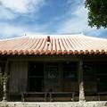 Photos: 屋根にシーサー