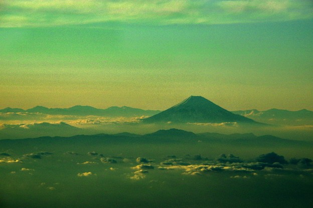 写真00772 箱根の山を前にして