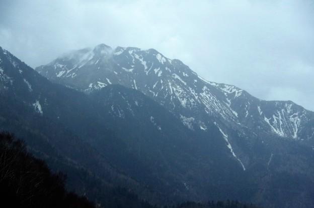 IMGP4313 焼山、あの大正池を上高地に作った犯人です