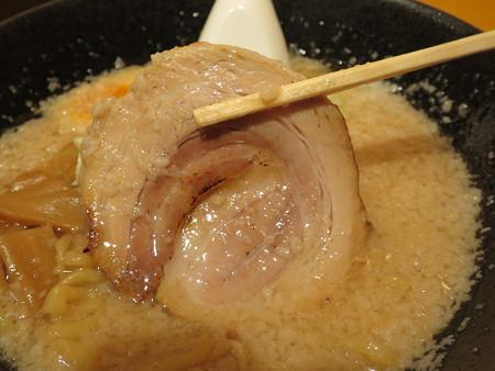 麺ぐるい 高田本町店 せあぶらラーメン(背脂多め、中太ちぢれ) チャーシューアップ