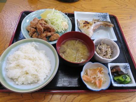 ルート8 からあげ定食¥600