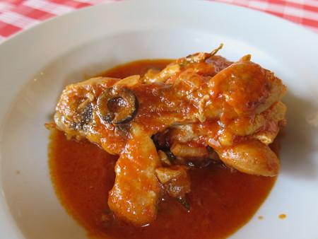 RIPOSO 鶏モモ肉のカッチャトーラ(バル街メニュー)