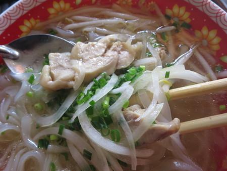 ベトナム・キュイジーヌ・チャオゴン フォーガー(北部の鶏肉うどん)(単品) 具材の様子