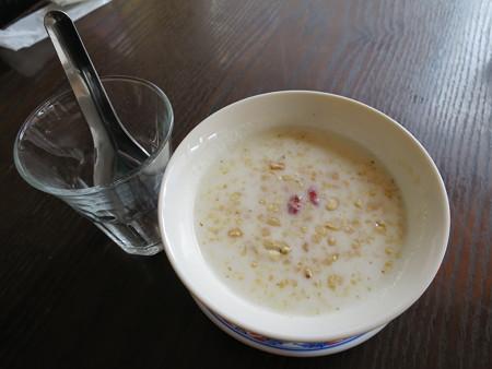 ベトナム・キュイジーヌ・チャオゴン 白玉とタピオカのチェー(冷)¥410