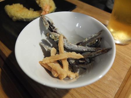 讃岐うどん房 鶴越 おつかれセット(2/3)¥1080 イリコ素揚げ