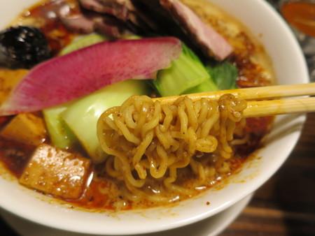 龍馬軒 麻婆担担麺 豚叉焼トッピング 麺アップ