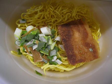 東洋水産 マルちゃん正麺 カップ 芳醇こく醤油 かやく
