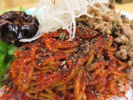 いなば製麺 汁なし大人の旨辛濃厚坦々麺 麻6辣6(裏メニュー) 麺の様子