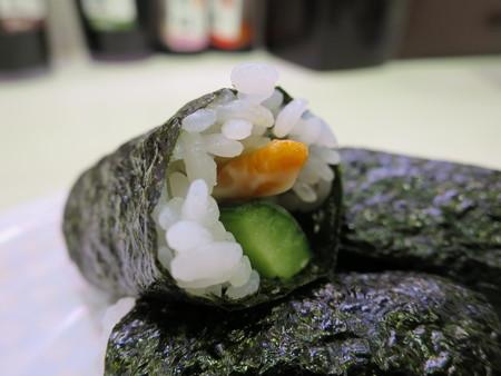 魚べい 上越高田店 柿の種 in the かっぱ巻 アップ