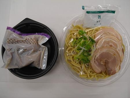 セブンイレブン チャーシュー3枚乗せ 鶏白湯の冷しつけ麺 中身の様子