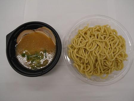 セブンイレブン チャーシュー3枚乗せ 鶏白湯の冷しつけ麺