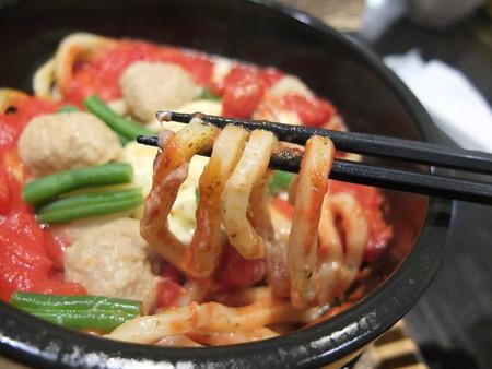 讃岐うどん房 鶴越 イタリアン風ピリ辛チートマうどん(限定) 麺アップ