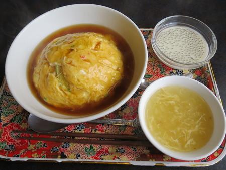 比他棒(ビーターバン) Cランチ・ズワイガニの天津飯¥880