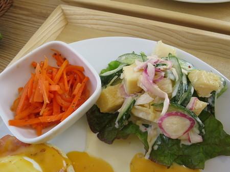 フェルの台所 エッグベネディクト 副菜の様子