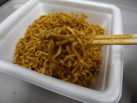 明星 長田本庄軒 ぼっかけ焼きそば 麺アップ