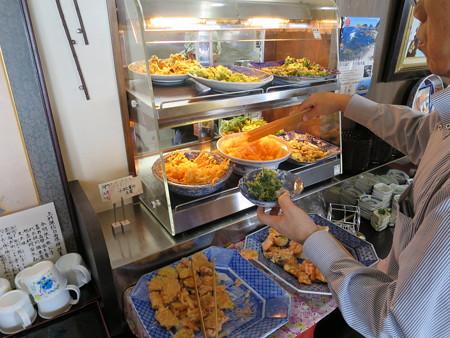石臼挽き手打ち蕎麦 慶 2016年4月某日の天ぷらコーナー
