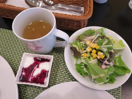 Cafe Restaurant Buono(ブォーノ) ブォーノ風ポークカツ(ランチセット、ライス) ランチセットの様子