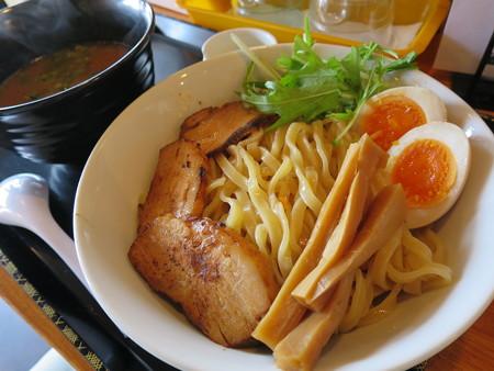 らぅめん縁 濃厚つけ麺(中盛り、叉焼(チャーシュー)2枚トッピング) 麺器アップ