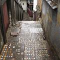 写真: タイル小道