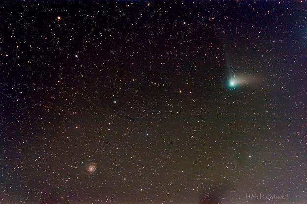写真: M101とカタリナ彗星の接近 new ver