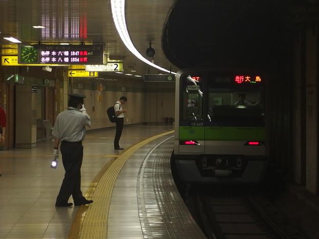 都営新宿線曙橋駅2番線 都営10-460F急行大島行き通過