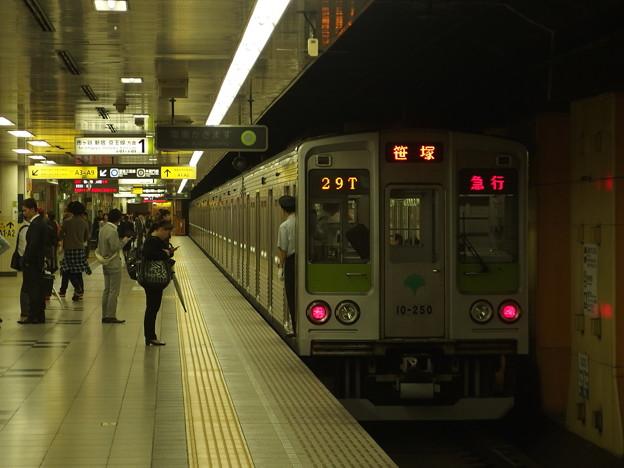 都営新宿線神保町駅1番線 都営10-250F急行笹塚行き前方確認