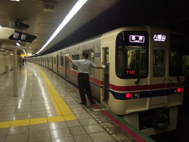都営新宿線曙橋駅1番線 京王9740F各停八幡山行き側面よし