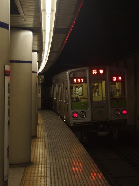 京王新線幡ヶ谷駅1番線 都営10-230F急行調布行き前方確認