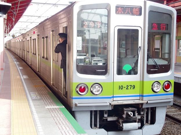 都営新宿線船堀駅2番線 都営10-270F急行本八幡行き側面
