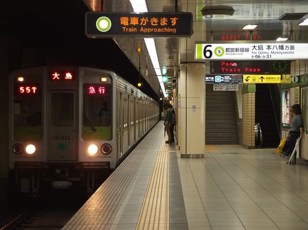都営新宿線九段下駅6番線 都営10-230F急行大島行き通過進入
