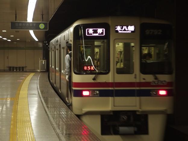 都営新宿線曙橋駅2番線 京王9042各停本八幡行き前方確認