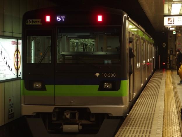 京王新線新宿駅4番線 都営10-500F回送前方確認